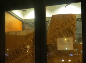barnes_noble_door_greenwich_village_closed