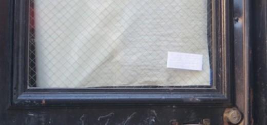 176_macdougal_note_on_door_laundromat