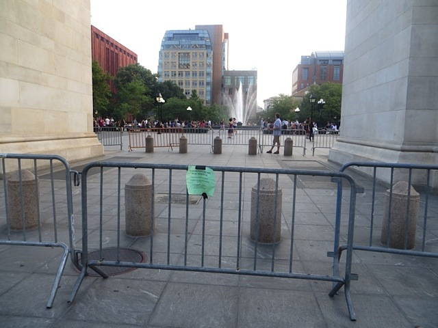 arch_fenced_off_washington_square_park