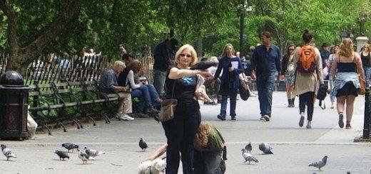 lady_with_pigeons_washington_square_park
