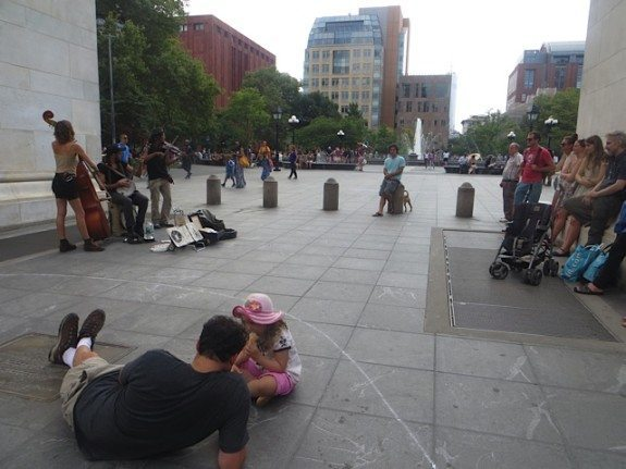 outlaw_ritual_arch_people_washington_square_park