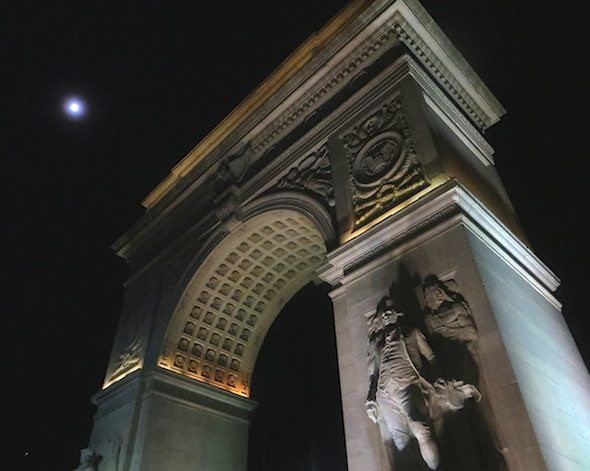 full_moon_and_the_arch_washington_square_park_2014