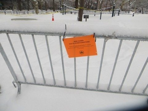 washington_square_park_mounds_closed_snow_2015_9
