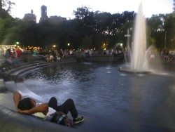 fountain-dusk-washington-square-park