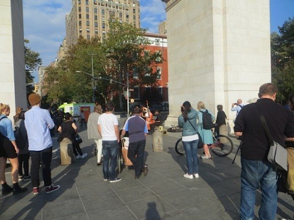 crowd-for-music-at-arch-washington-square-park