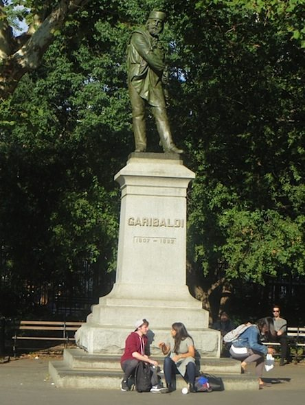 garibaldi-statue-people-sitting-fall-washington-square-park
