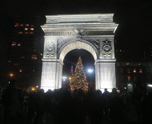 christmasevecelebrationwashingtonsquareparkarch3