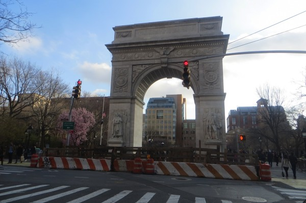 construction surrounds arch washington square park