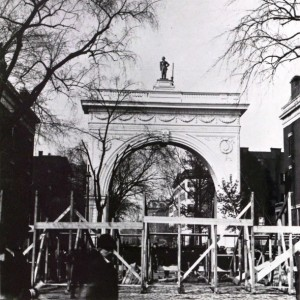 george washington statue above washington square arch
