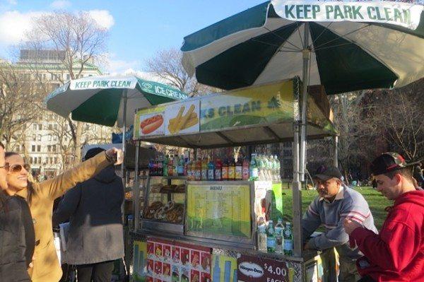 close-up-hot-dog-vendor-washington-square-park-returns-11