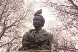 PigeonsAlexanderHolleyStatueWashingtonSquarePark1