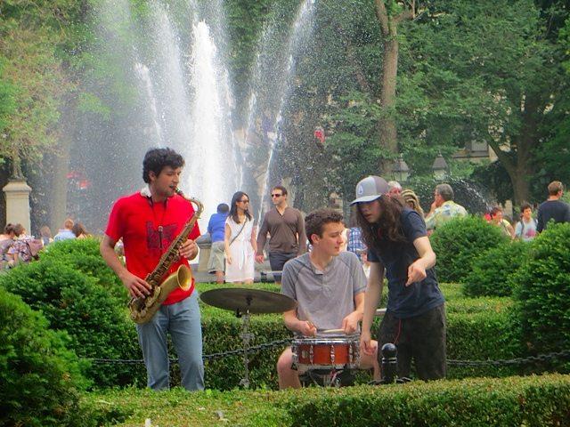 music-washington-square-park-fountain-2016