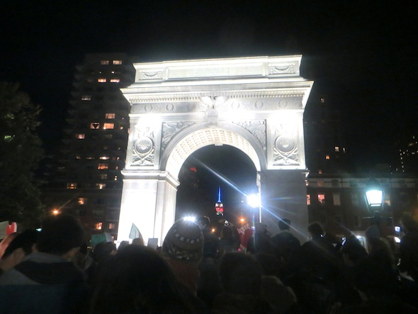 arch-washington-square-park-love-rally-empire-building-nyc-2016