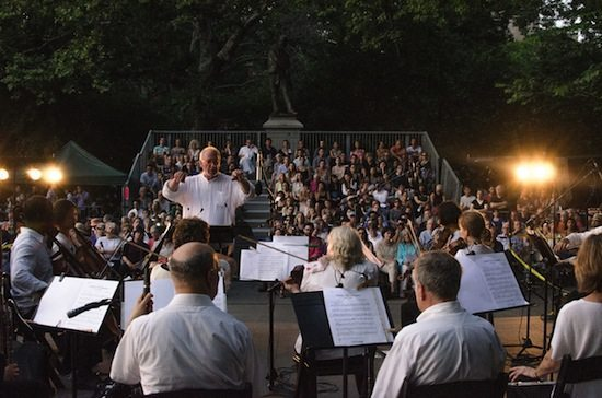 Lutz-Rath-conducts-Washington-Square_Music-Festival
