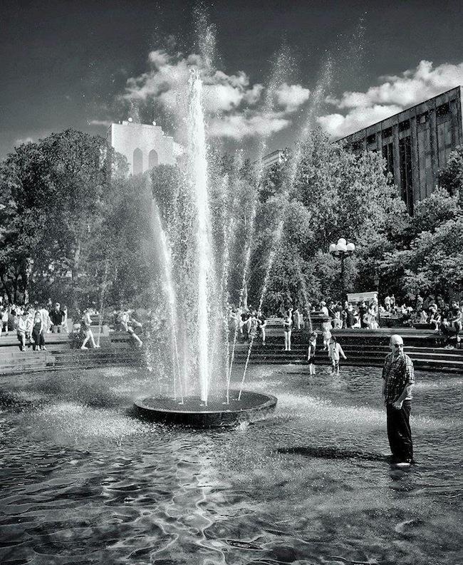 fountain washington square park black and white nyc
