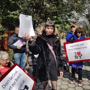 4000+ Signatures Petition Presented to NYC Parks Commish to Protest Proposed Ban on Feeding Wildlife